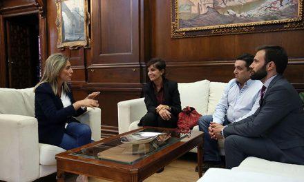 Milagros Tolón recibe a la nuevos responsables de la Junta Directiva del Colegio de Médicos de Toledo