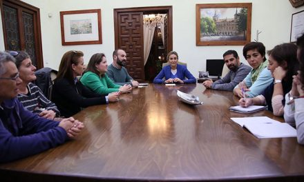 La alcaldesa muestra su apoyo y colaboración a las AMPAS de Primaria del barrio del Polígono