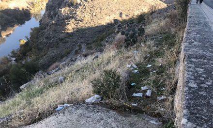 El Consistorio realiza una nueva intervención de limpieza en el entorno de la Ronda del Valle y sus rodaderos