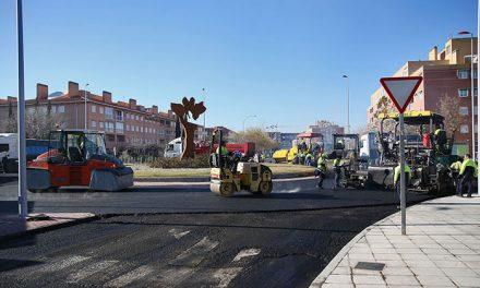 Tras Río Boladíez, el Plan de Asfaltado en el barrio del Polígono continúa con las obras de mejora de la calle Río Fresnedoso