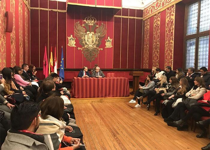 El Gobierno local recibe a 240 juristas iberoamericanos que cursarán en Toledo durante el mes de enero los Cursos de Postgrado en Derecho de la UCLM
