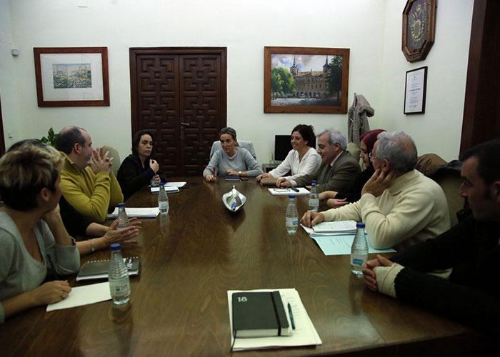 La alcaldesa atiende las demandas y preocupaciones de la asociación de vecinos del barrio de Palomarejos