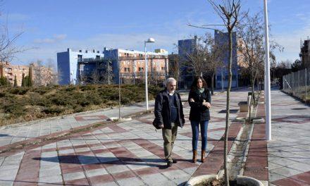 La campaña de plantación sigue en el barrio del Polígono con 40 nuevos árboles en el paseo Doctor Gregorio Marañón