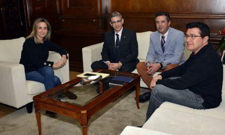 La alcaldesa de Toledo recibió a los directivos del Colegio Oficial de Ingenieros en Informática de Castilla-La Mancha