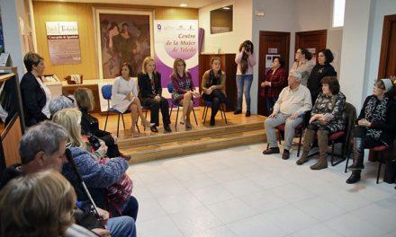 La alcaldesa mantiene un encuentro con afiliados a la ONCE que han conocido el funcionamiento del Centro de la Mujer