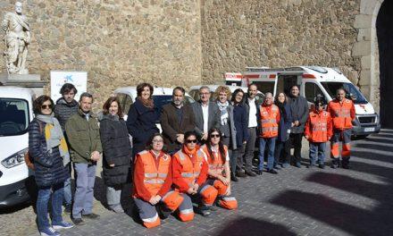 El Ayuntamiento respalda la presentación de los nuevos vehículos de Cruz Roja y valora la colaboración mantenida con esta entidad