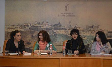 Macarena Alonso presenta su libro 'El rostro dormido en el espejo' dentro del Festival Fem18 organizado por el Ayuntamiento