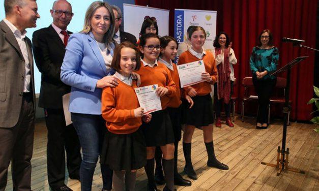 La alcaldesa participa en la entrega de diplomas a los escolares del Colegio Divina Pastora que se han formado en primeros auxilios
