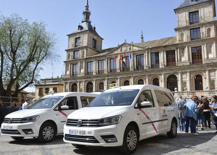 El Ayuntamiento da cumplimiento a la dotación de Eurotaxis adaptados con dos nuevos vehículos incorporados a la flota