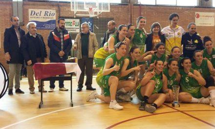 El Ayuntamiento asiste a la entrega de trofeos de la Fase Final de la Primera Nacional Femenina de Baloncesto