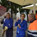 Milagros Tolón supervisa la reparación de los daños causados por la lluvia y el viento en la carrera procesional del Corpus Christi