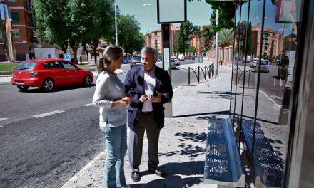 El Ayuntamiento inicia la instalación de nuevas marquesinas para mejorar las condiciones de espera de los usuarios de autobús
