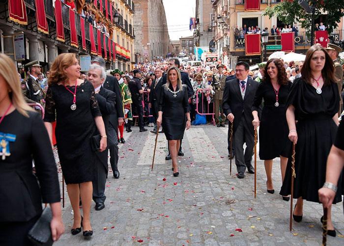 Toledo vive el júbilo de la celebración del Corpus en una jornada soleada en la que la ciudad ha exhibido su orgullo y singularidad