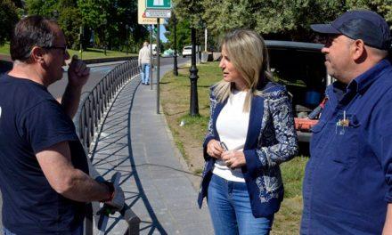 El Ayuntamiento mejora la seguridad vial en el entorno del remonte mecánico con la instalación de una barandilla en Recaredo