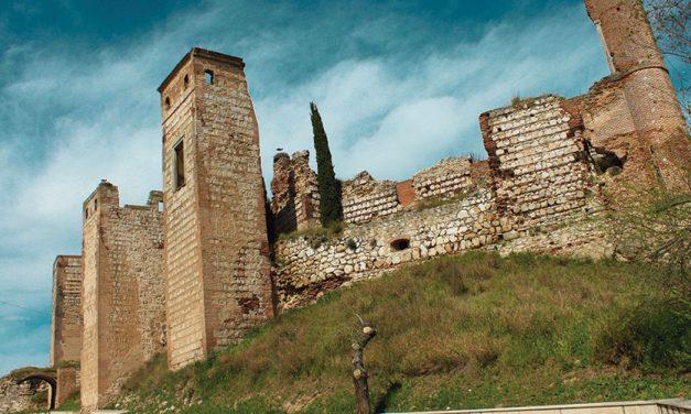 Castillo de Escalona sobre el río Alberche