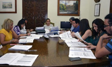 """El Gobierno local clasifica las ofertas para el espectáculo """"Luz Toledo 2018"""" y adjudica a EYSA el servicio de la ORA"""
