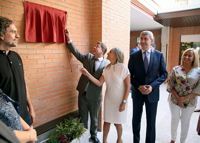 La alcaldesa asistió a la inauguración de las nuevas instalaciones del Centro de Educación Especial 'Ciudad de Toledo'