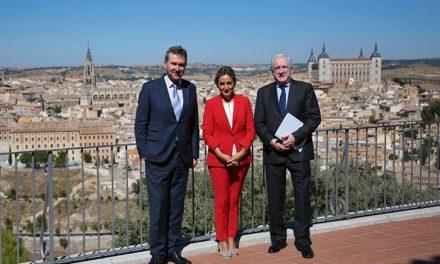 Milagros Tolón comparte con Javier Lacalle, alcalde de Burgos, las claves de las conmemoraciones culturales celebradas en la ciudad