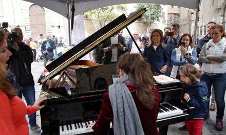 Milagros Tolón destaca la buena acogida de 'Pianos en la calle' que volverá al Casco Histórico de Toledo el año que viene