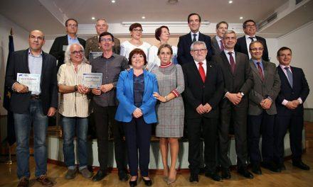La alcaldesa destaca la contribución de los nuevos socios de honor de la Biblioteca regional al mundo de la cultura y las letras