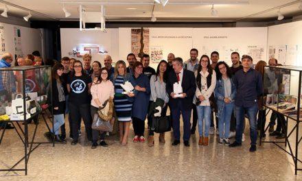 La alcaldesa destaca la creatividad de los jóvenes talentos en la exposición de fin de ciclo de los alumnos de la Escuela de Arte
