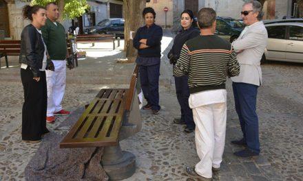 El Ayuntamiento pone en marcha un proyecto de mantenimiento del mobiliario urbano gracias al Plan Extraordinario de Empleo