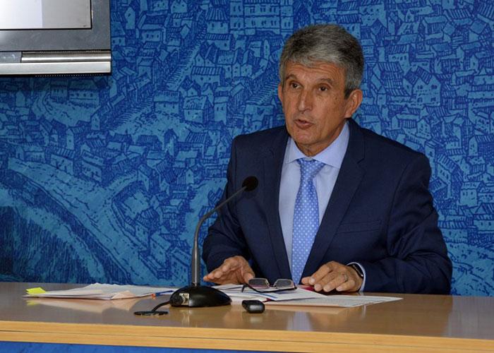El Gobierno local aprueba la congelación generalizada de las Ordenanzas Fiscales y baja la apertura de negocios