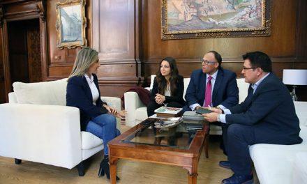 La alcaldesa se reúne con los responsables de Mercadona en Toledo y les traslada el apoyo del Ayuntamiento