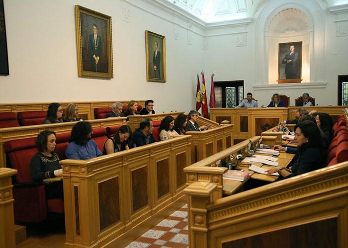 El Pleno del Ayuntamiento aprueba por unanimidad la declaración institucional en contra de la violencia machista en el marco del 25N