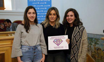 La alcaldesa recibe un galardón del Consejo de Participación de la Infancia y la Adolescencia por el Parque de las Tres Culturas