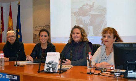 Ana del Paso recoge en su obra 'Reporteras españolas, testigos de guerras' su experiencia como mujer periodista en tierra de conflicto