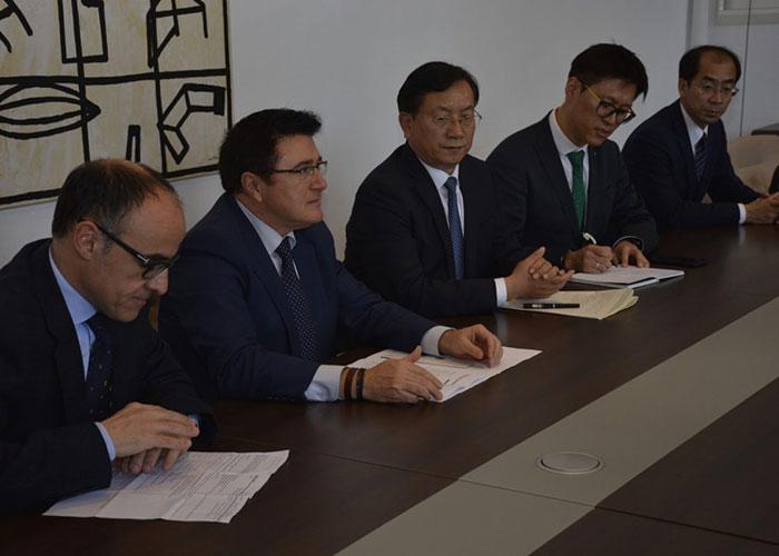 El Ayuntamiento recibe a una delegación china de Jinan interesada en el desarrollo empresarial, cultural y turístico de Toledo