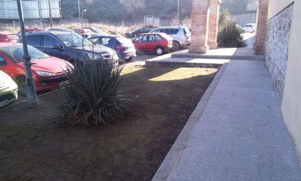 El Ayuntamiento acomete labores de desbroce y limpieza en todos los distritos y mejoras del entorno urbano en Polígono, Santa Bárbara y Casco Histórico