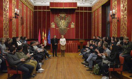 El Ayuntamiento recibe la visita de estudiantes estadounidenses que eligen Toledo para estudiar castellano