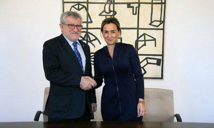 La alcaldesa firma el convenio para la promoción, uso y disfrute del Oratorio de San Felipe Neri como espacio cultural