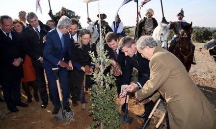 """La alcaldesa califica de """"hito histórico"""" la llegada de Puy Du Fou que potenciará el desarrollo económico y el empleo en Toledo"""