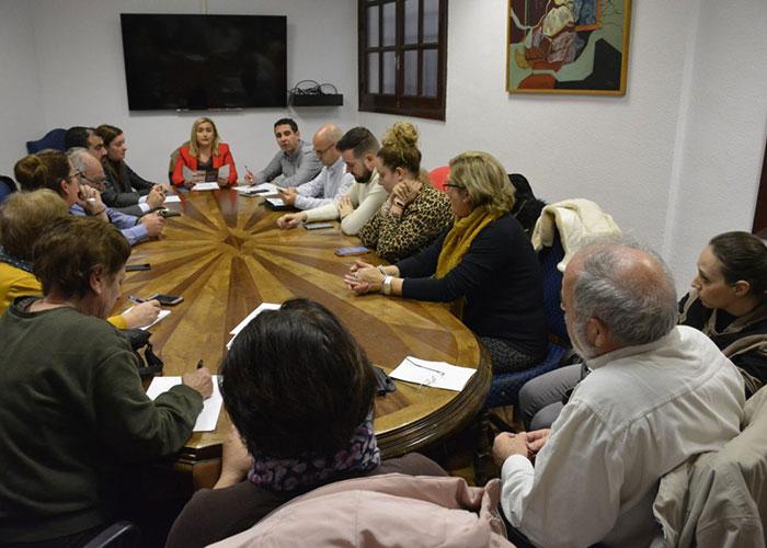 El Ayuntamiento celebra una reunión con las asociaciones vecinales para ultimar los preparativos del próximo Carnaval