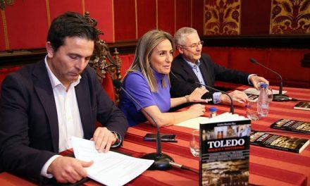 """La alcaldesa presenta la nueva obra de Carlos Dueñas en la que refleja """"los sentimientos sobre los que se sustenta el toledanismo"""""""