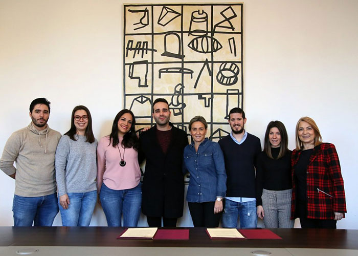 Milagros Tolón apuesta por los jóvenes creadores toledanos y les facilita un espacio cultural en el centro 'Cardenal Cisneros'