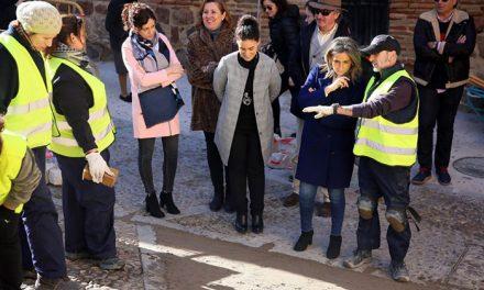 Milagros Tolón destaca la mejora del pavimento en Alfonso VI y la plaza de la Virgen de la Estrella a través de las políticas de empleo