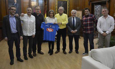 La alcaldesa traza líneas de colaboración con la nueva UD Santa Bárbara y la cesión de una sede en la próxima legislatura