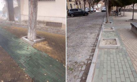 El Ayuntamiento actúa en la mejora del adoquinado de la Plaza de la Cruz Verde a través de trabajadores del Plan de Empleo