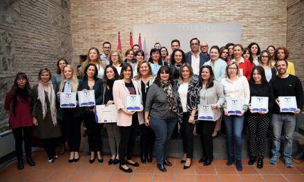 La alcaldesa entrega los distintivos del Sistema de Calidad Turística en Destino, Sicted, a 32 empresas y comparte los retos del sector