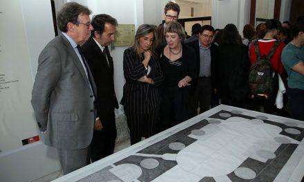 La alcaldesa respalda la actividad cultural de la Escuela de Arquitectura de la UCLM y asiste a la exposición 'Light/Line/Locus'