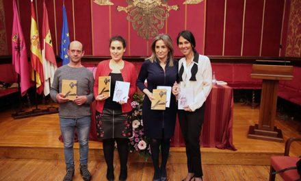 """La alcaldesa destaca el """"binomio potentísimo"""" que a lo largo de la historia han conformado las mujeres y la literatura"""