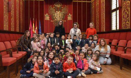 Alumnos y alumnas del 'Jaime de Foxá' visitan el Ayuntamiento con 'Toledo Educa'