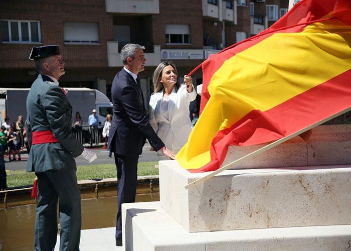 La alcaldesa participa en el homenaje a la Guardia Civil en su 175 aniversario en la glorieta dedicada por la ciudad al Instituto Armado
