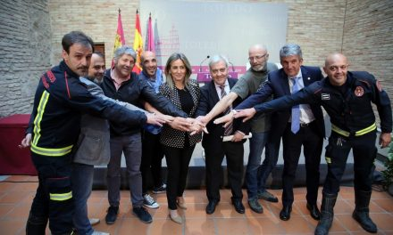 La alcaldesa firma con las organizaciones sindicales el acuerdo para la reordenación del Servicio Municipal de Bomberos