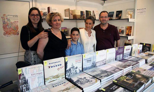Milagros Tolón muestra su apoyo a los libreros y editores de la Feria del Libro y destaca la importancia de sacar la cultura a la calle