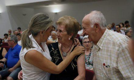 La alcaldesa comparte la Semana Cultural y fiestas del barrio de Santa Bárbara y asiste a la actuación del Centro de Mayores 'Ángel Rosa'